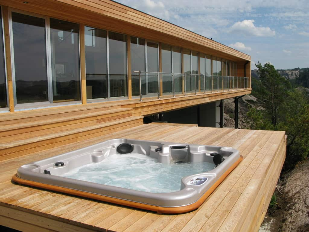 Arctic Spas | Outdoor Hot Tubs & Pools | United States